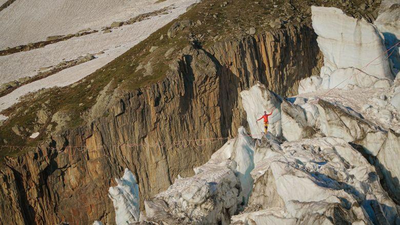 C'était étonnant cette traversée au dessus du glacier, j'entendais qu'il bougeait... les chutes de pierre... / © Thomas Savarin SLFDG