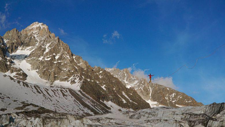 Nous avons voulu que la highline de 650 mètres soit le plus près possible du glacier... / © Thomas Savarin SLFDG