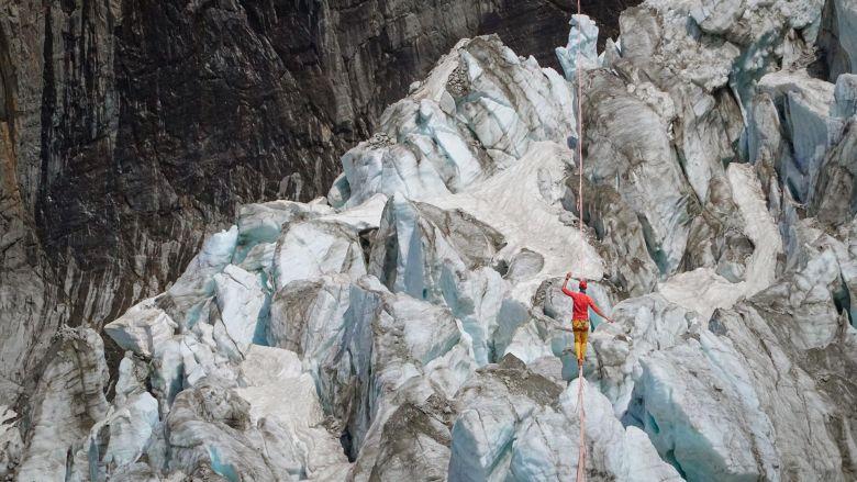 Au dessus des séracs du glacier d'Argentière / © Thomas Savarin SLFDG