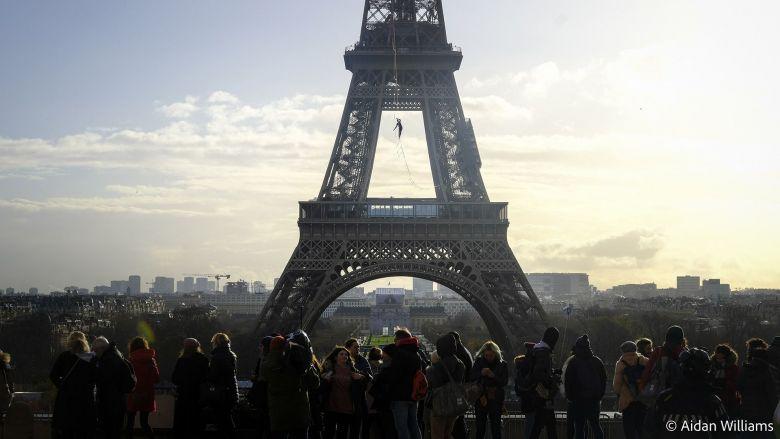 Il a aussi reliéles670mètresqui séparent laTour Eiffeldu Trocadéro pour le Téléthon... / © Aidan Williams