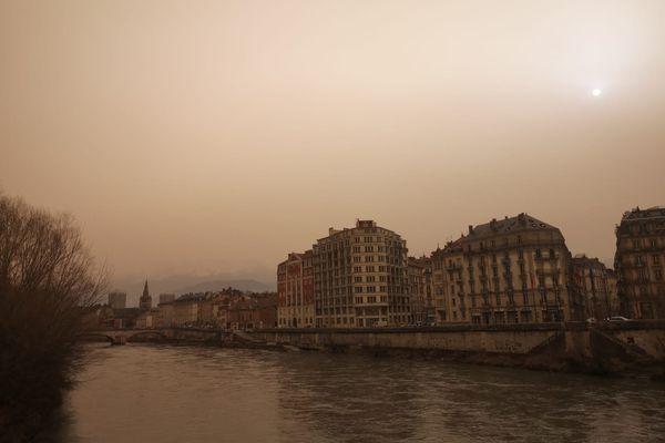 Le ciel grenoblois ce 6 février 2021.