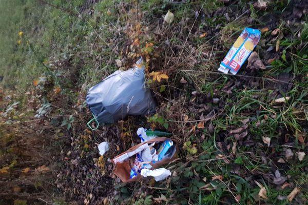 Des déchets laissés sur place par les chauffeurs en attente, en novembre dernier.