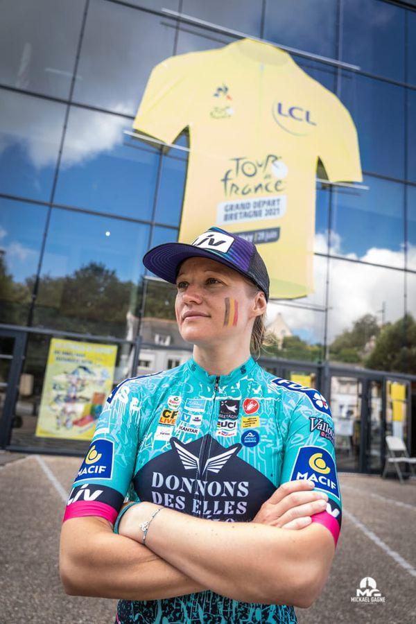 Aurore Macon, Belge et Savoyarde d'adoption, réalise le Tour de France un jour avant les hommes